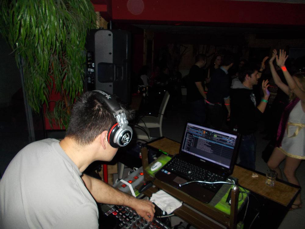 farsangi buli DJ